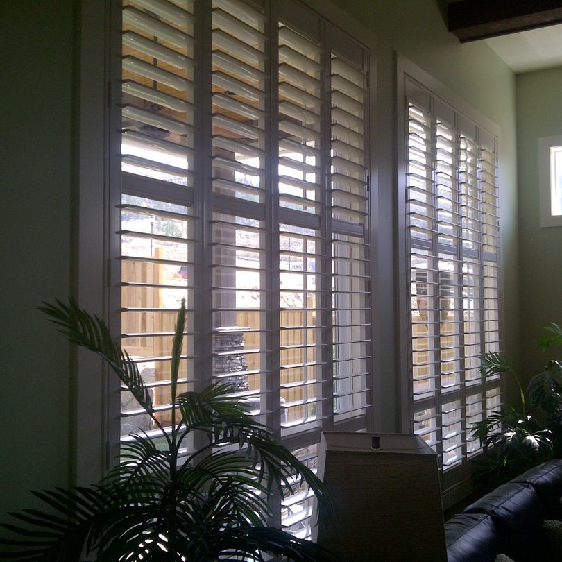 Shutters, Hunter Douglas Shutters, Palm Beach Shutters, S.P. Interiors, Framed Shutters, Split View Shutters, Divider Bar, Multi Divider Bar, Shutter Installation