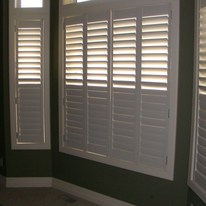 Bay Window Shutters , Shutters, Hunter Douglas Shutters, Palm Beach Shutters, S.P. Interiors, Framed Shutters, Split View Shutters, Divider Bar, Shutter Installation
